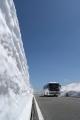 185KB雪の壁とバス.jpg
